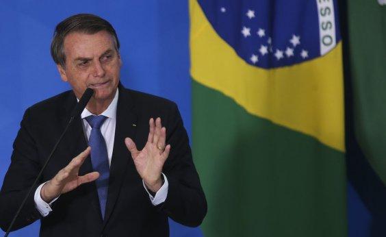 [Bolsonaro sanciona com vetos auxílio de R$ 600 mensais a trabalhadores informais]