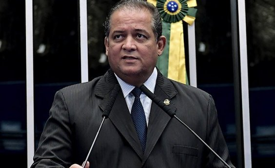 [Líder do governo defende que Bolsonaro 'paga por ser fiel ao seu estilo']