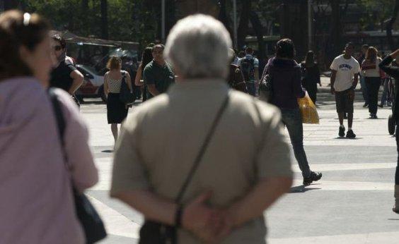 [25% dos idosos brasileiros moram com três ou mais pessoas]