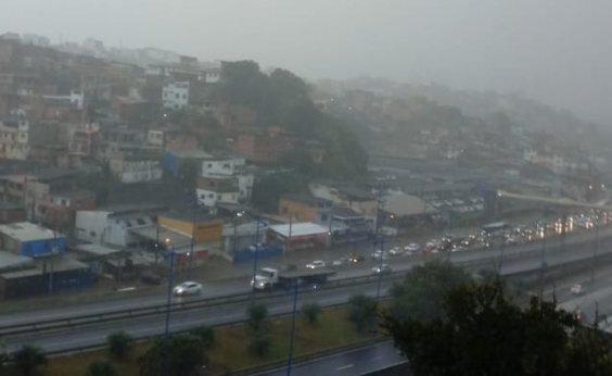 [Em dia de chuvas, Salvador registra 11 solicitações de emergência]