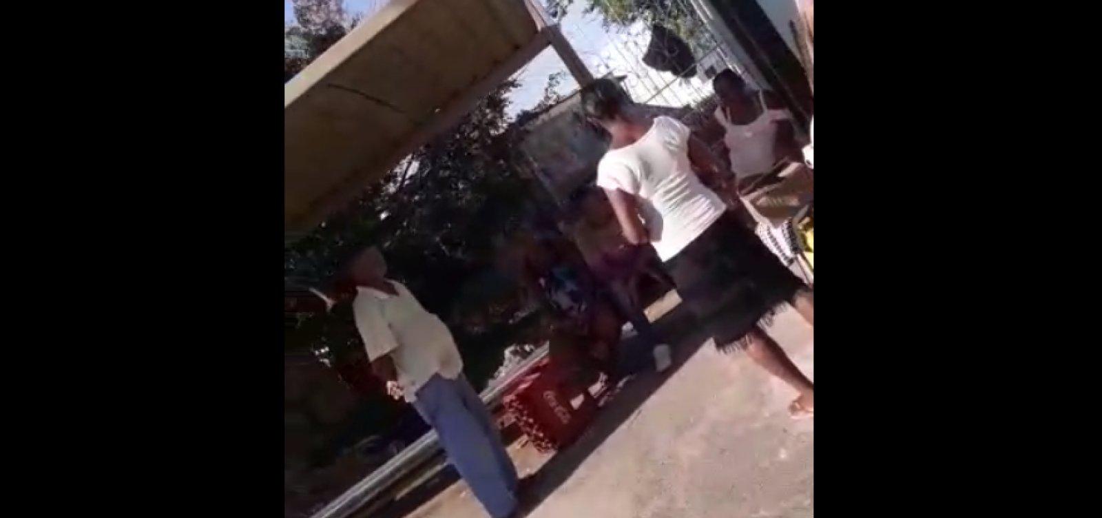 [Você Repórter: ponto de ônibus vira bar em Cajazeiras; veja vídeo]