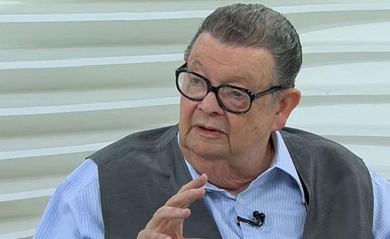 [Bolsonaro 'briga com ele mesmo' e transforma pandemia em processo político, diz Delfim Netto]