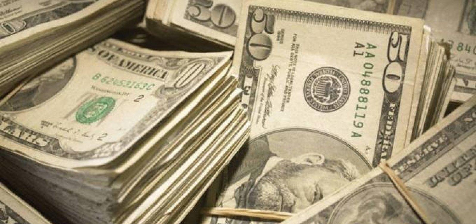 [Dólar sobe e fecha acima de R$ 5,50 pela primeira vez]