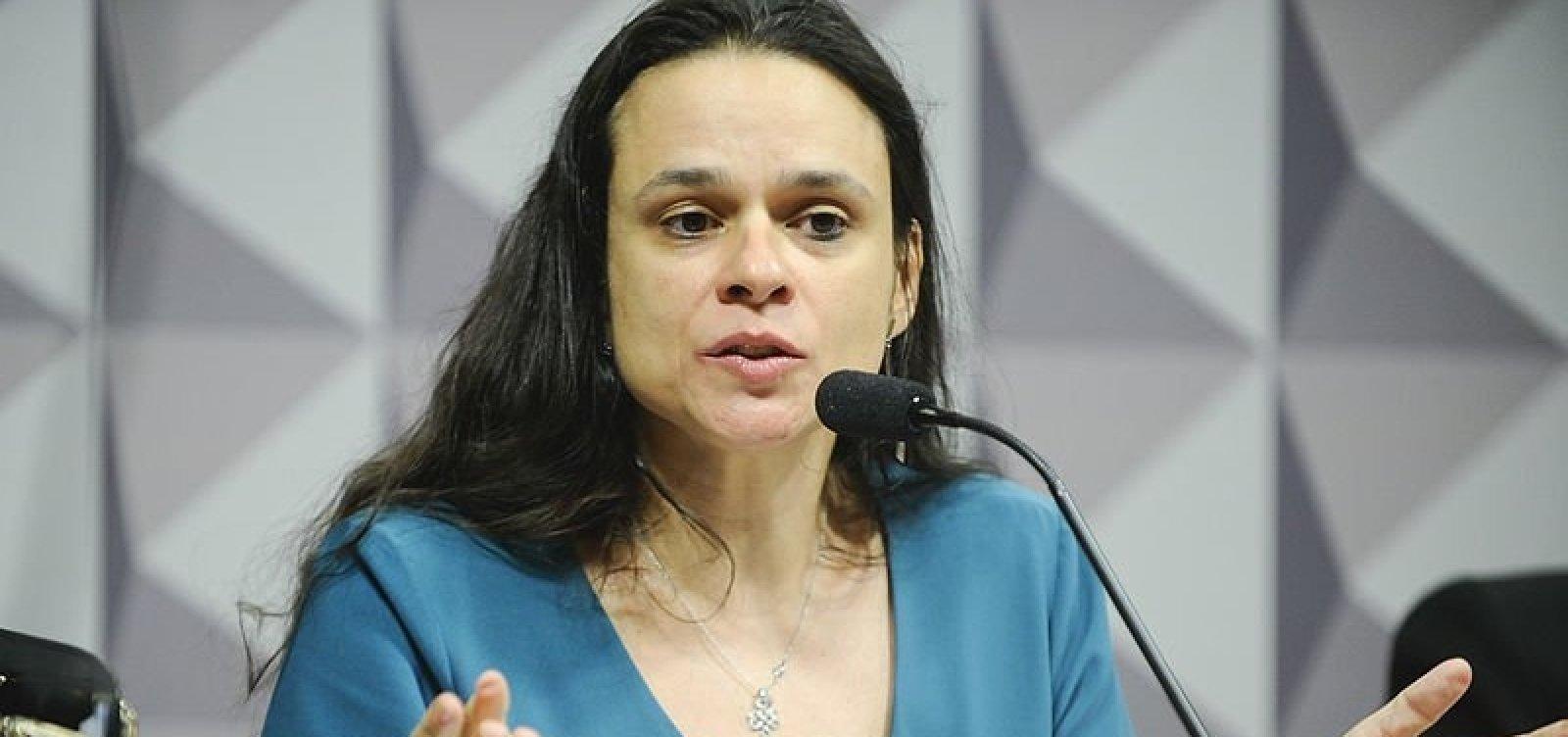 [Janaína Paschoal pede que Bolsonaro renuncie e deixe Mourão assumir]
