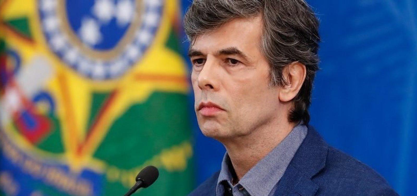 [Após recorde diário de mortes por Covid-19 no Brasil, Teich reconhece 'agravamento da situação']