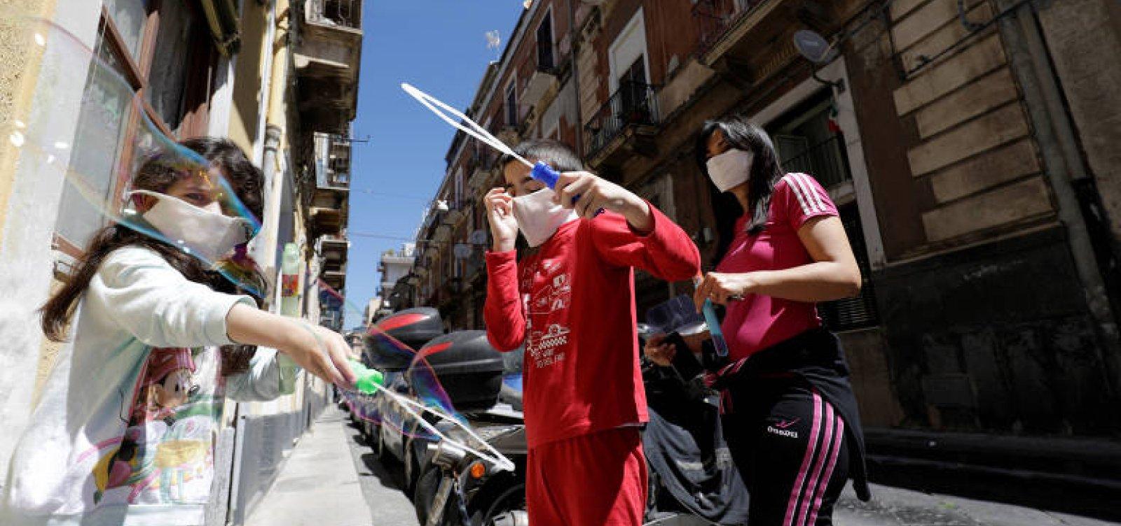 [Na Itália, 700 mil crianças e adolescentes podem passar fome por causa da pandemia]