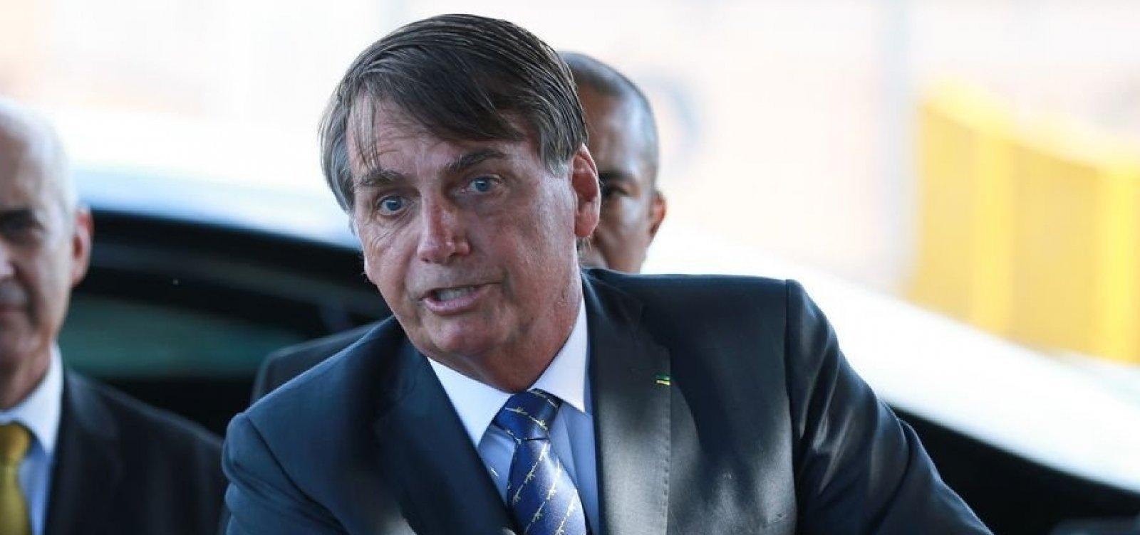 [Bolsonaro critica governadores que não acatam decreto de serviços essenciais]