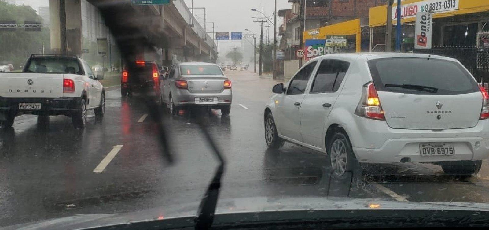 [Chuva causa transtornos em Salvador; Codesal alerta para alto risco de deslizamentos]