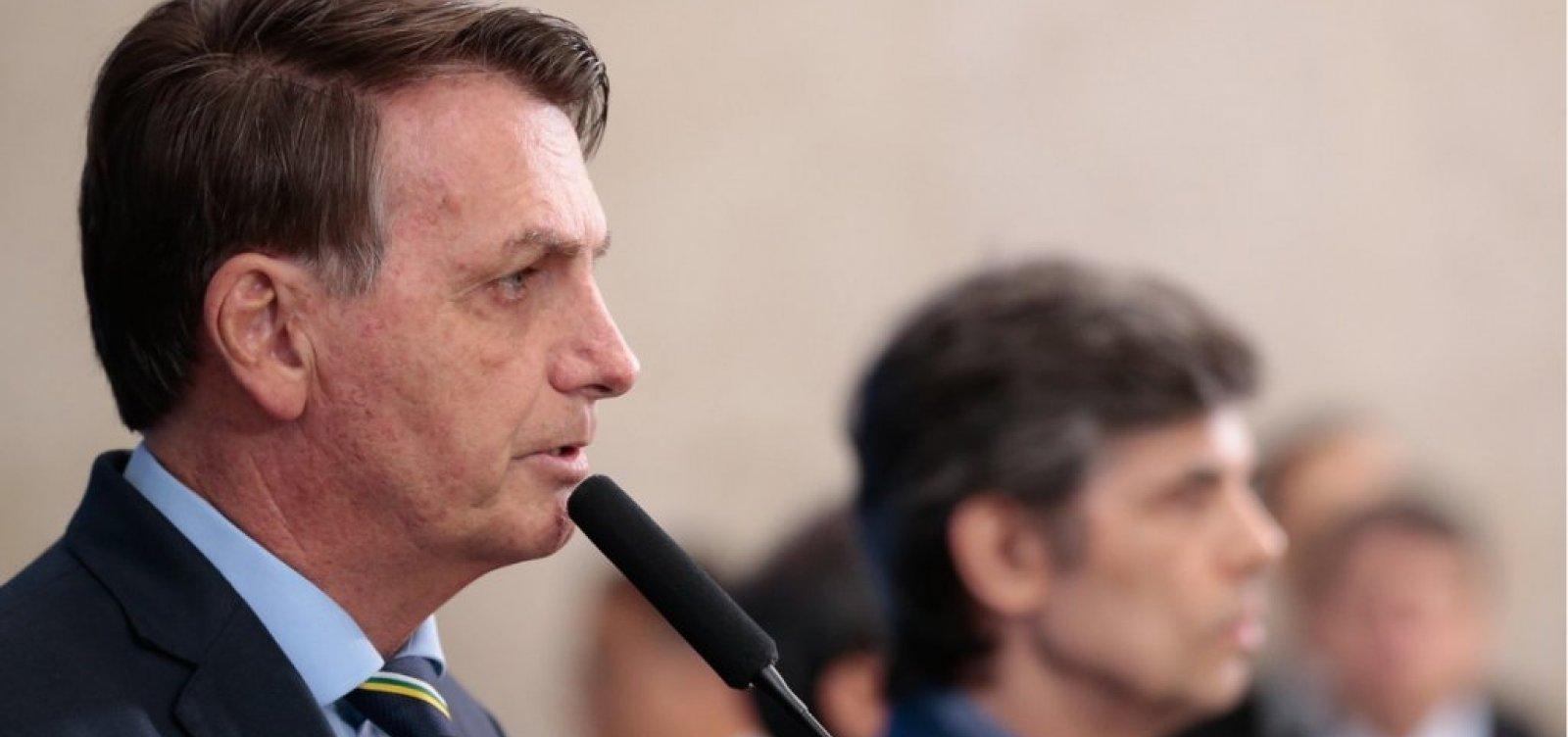 [Bolsonaro nega 'fritura' de ministro da Saúde, mas exige ampliação do uso da cloroquina]