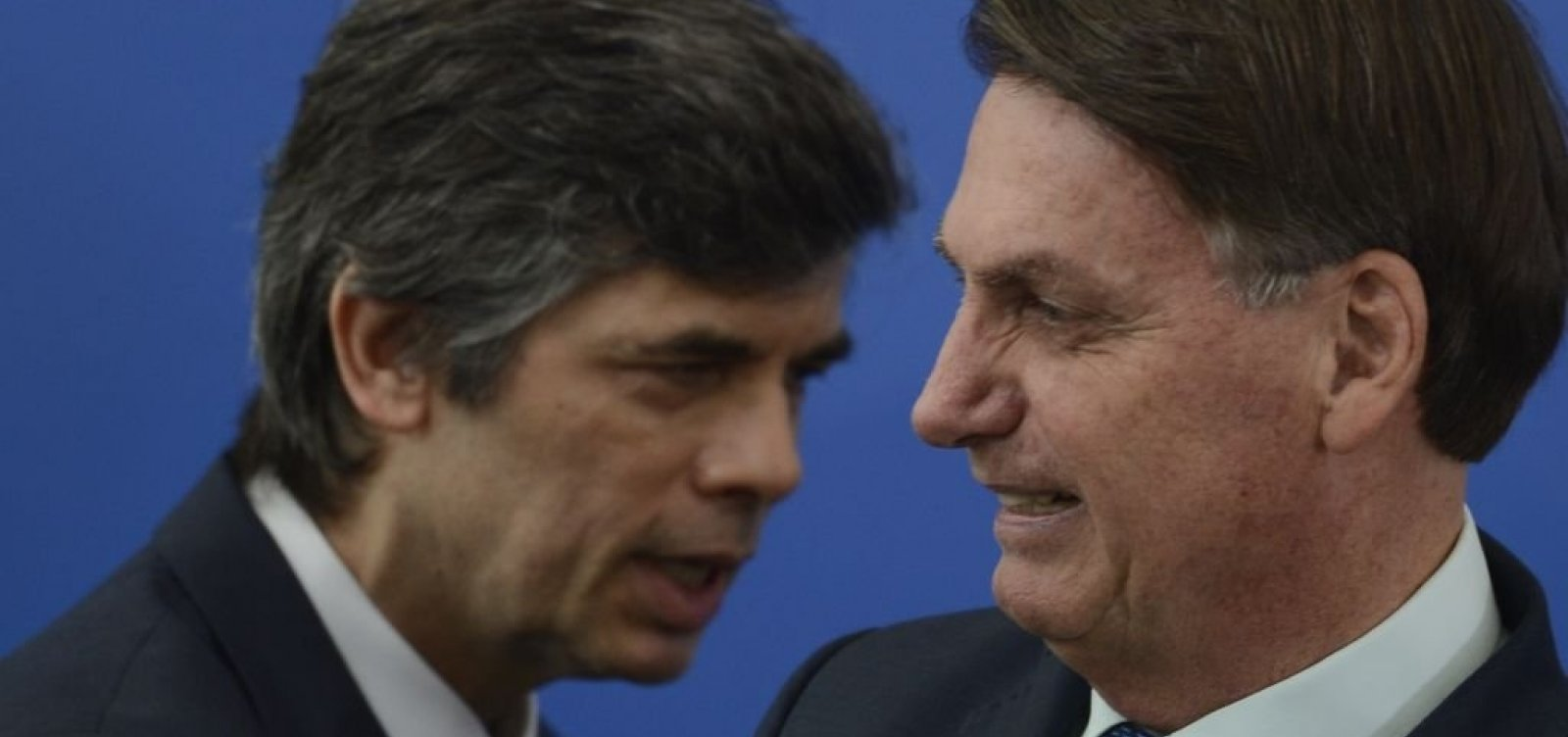 [Bolsonaro convida general para assumir lugar de Teich, se ele se demitir]