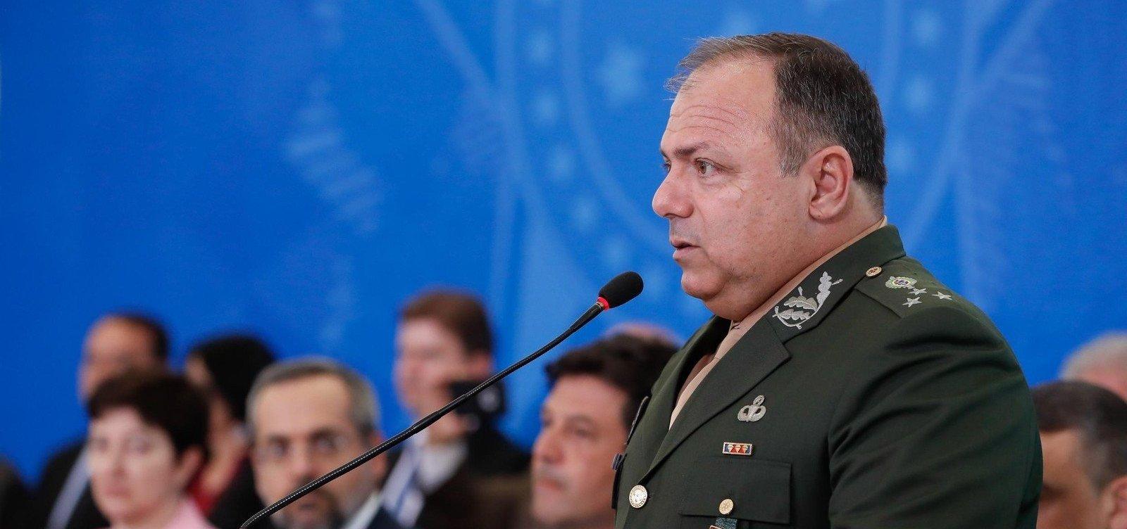 [General Eduardo Pazuello assume interinamente Ministério da Saúde]
