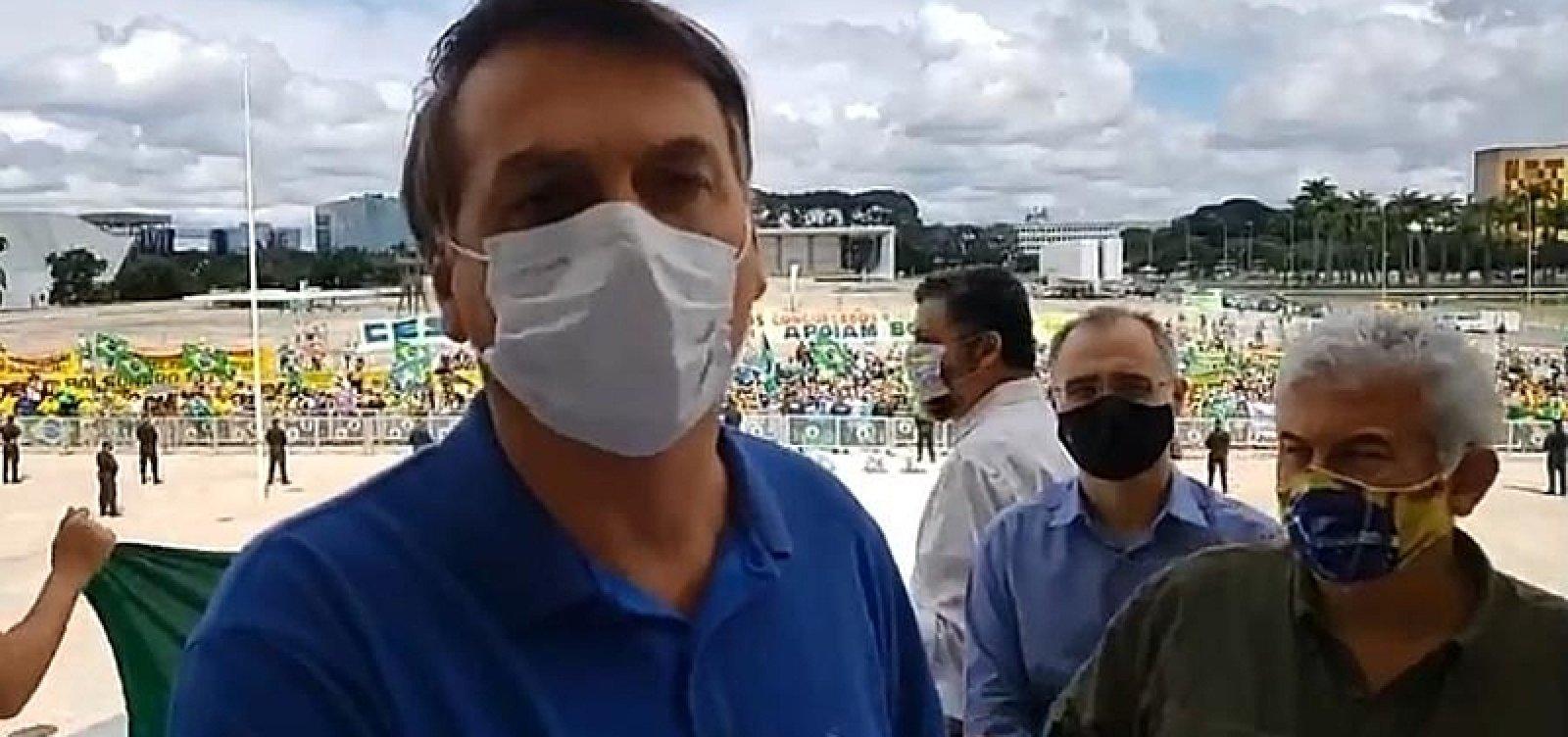 [Bolsonaro vai a manifestação em frente ao Palácio do Planalto]
