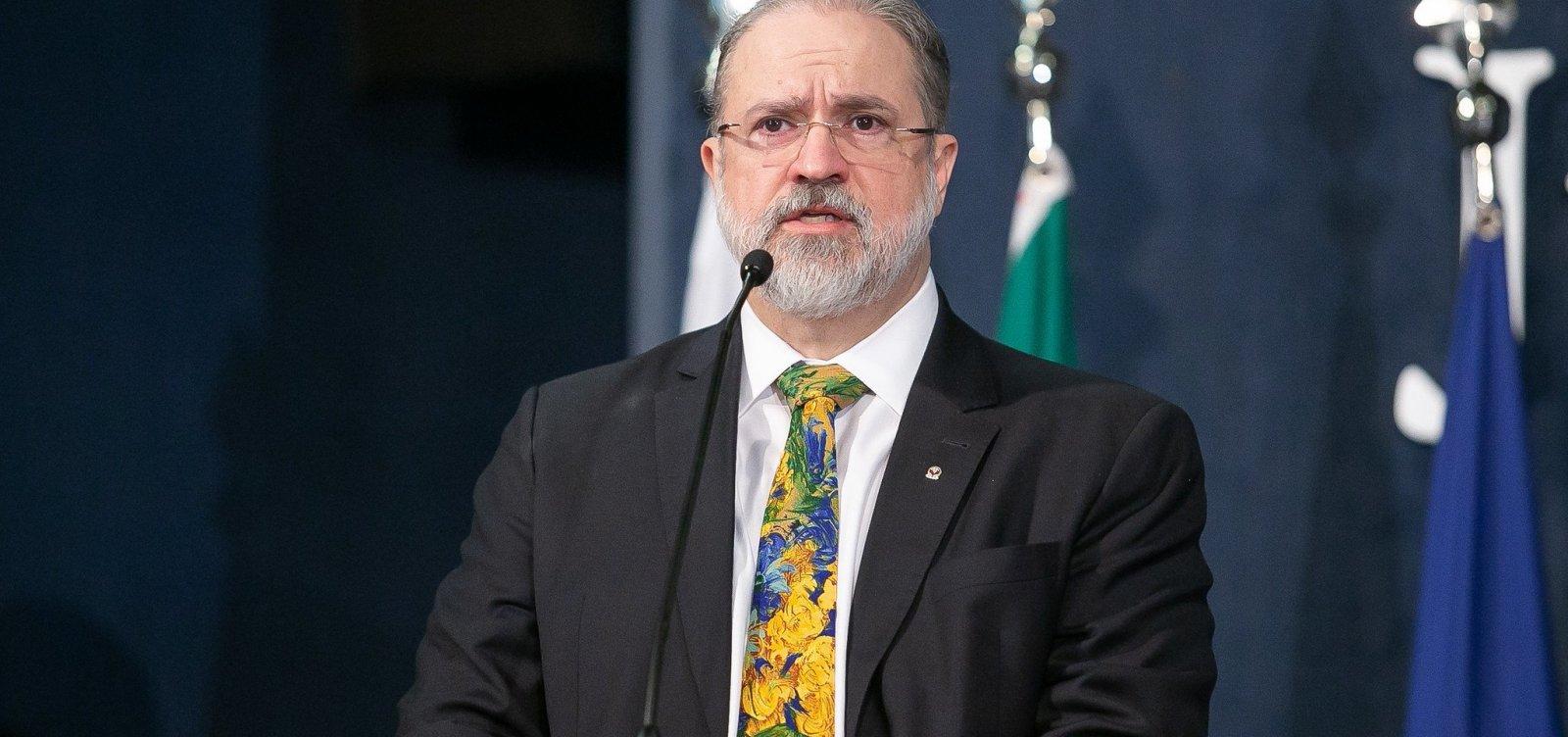 [Aras quer ouvir Bolsonaro sobre troca na segurança e avalia novo depoimento de Moro]
