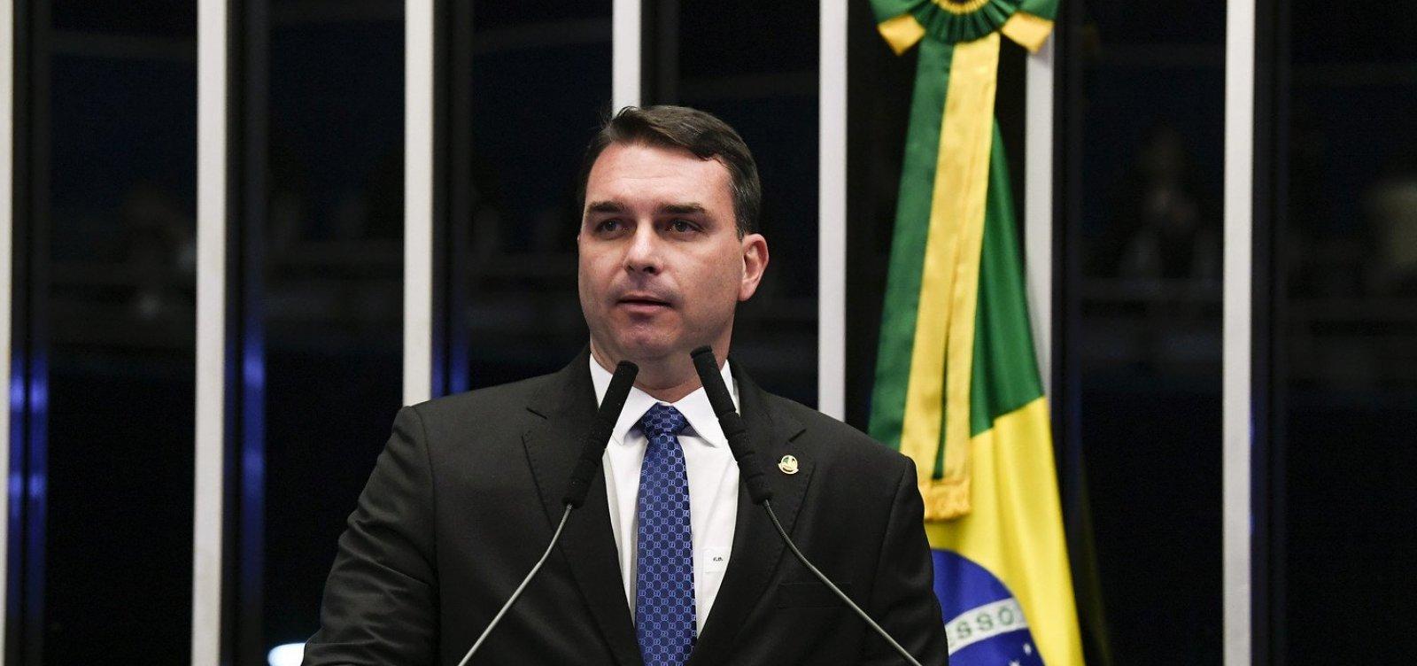 [Flávio Bolsonaro repassou R$ 500 mil do fundo público partidário a advogado investigado no caso Queiroz]