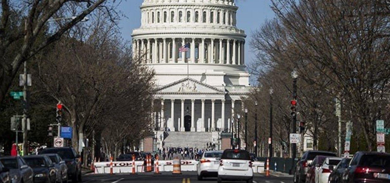 [Senado americano aprova lei que barra empresas chinesas em Bolsas dos EUA ]