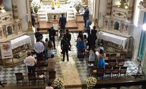 [Casamento em igreja da Vitória tem noivos e convidados sem máscara e causa revolta na vizinhança]