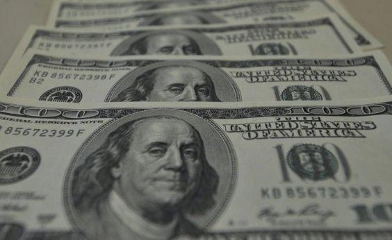 [Dólar cai 2% e fecha a R$ 5,45]