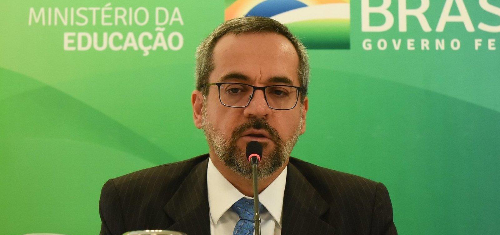 [Bolsonaro se reúne com Weintraub após STF cobrar explicações do ministro]