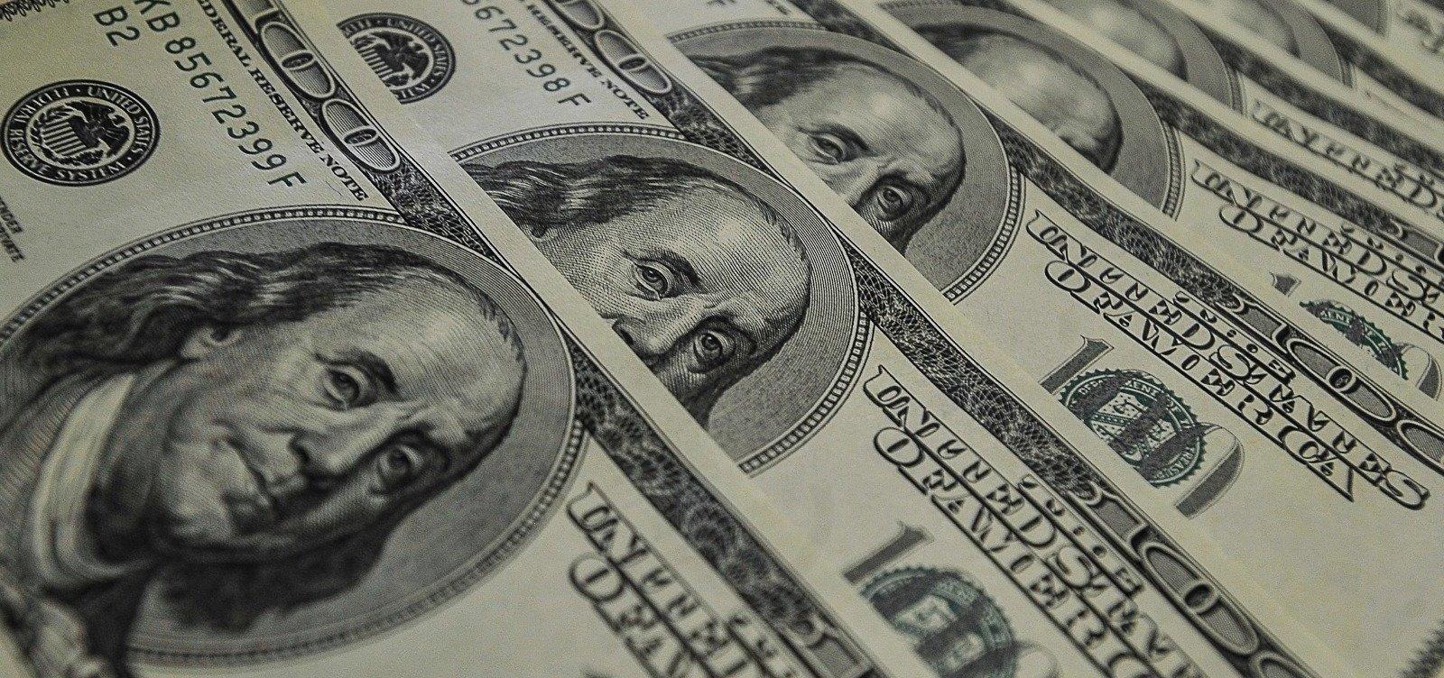 [Dólar fecha em queda negociado a R$ 5,2823]