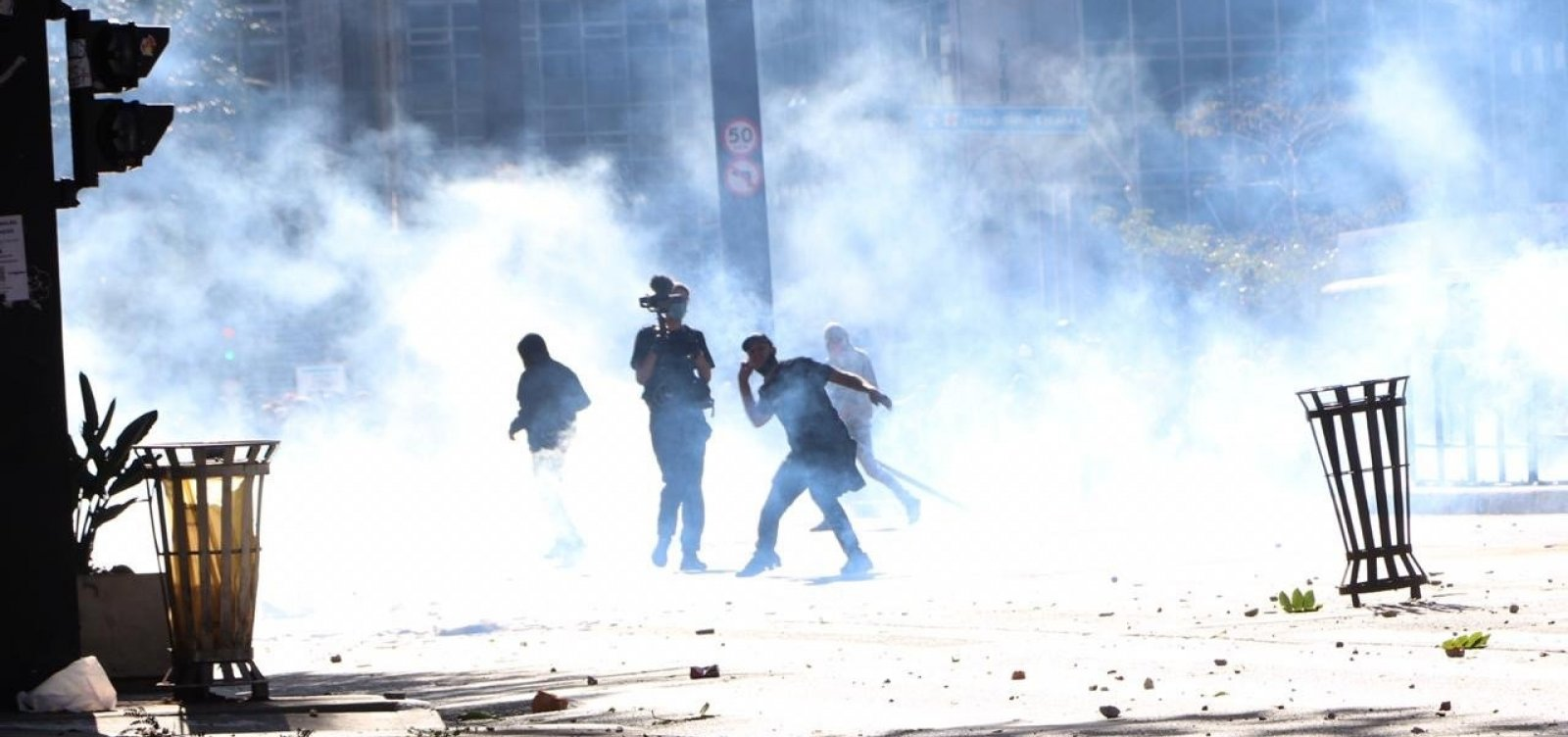 [São Paulo: ato pró-democracia tem confrontos entre torcedores, bolsonaristas e policiais]
