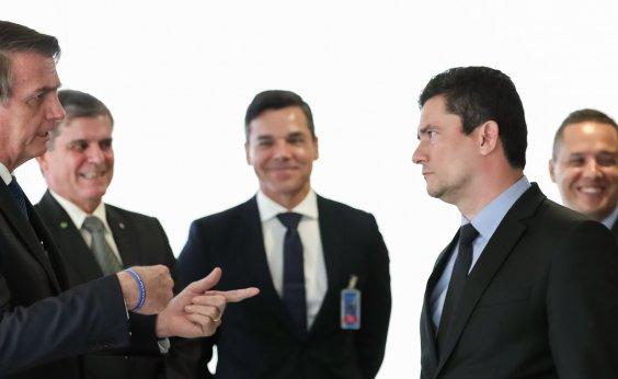 [Bolsonaro diz que Moro foi 'covarde' por dificultar sua política de armar a população]