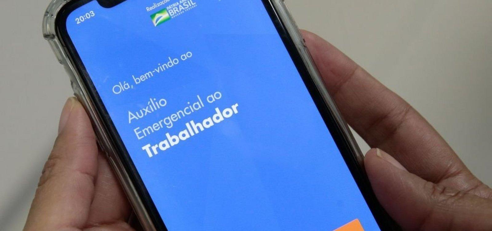 [Auxílio Emergencial: Caixa pede que clientes atualizem app para habilitar compras nas maquininhas de cartão]