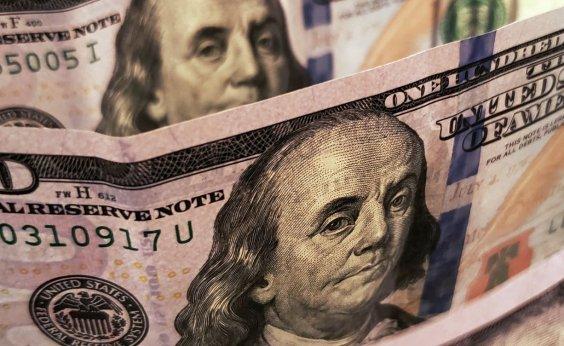 [Dólar fecha em queda de 3,23% a R$ 5,21]