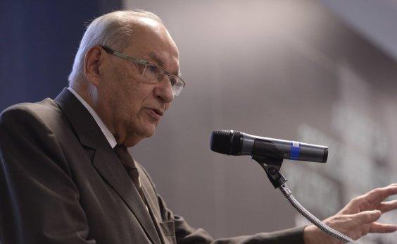 ['Quem fala que permite golpe é ignorante em Direito', diz Ives Gandra sobre artigo 142]