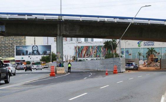[Obras do BRT interditam trecho da Av. ACM na região da Praça Newton Rique]