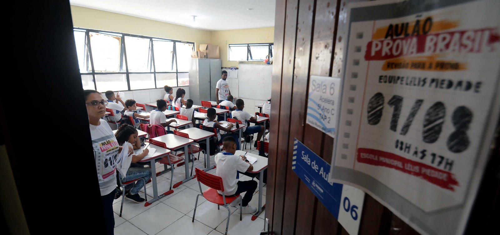 [TV Aratu ganha licitação para transmitir aulas para alunos de Salvador]