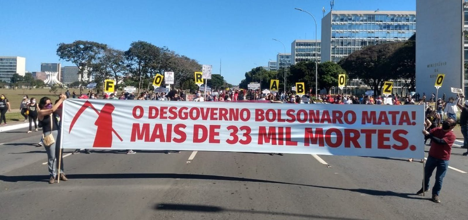[Manifestantes em Brasília defendem a democracia e pedem saída de Bolsonaro]