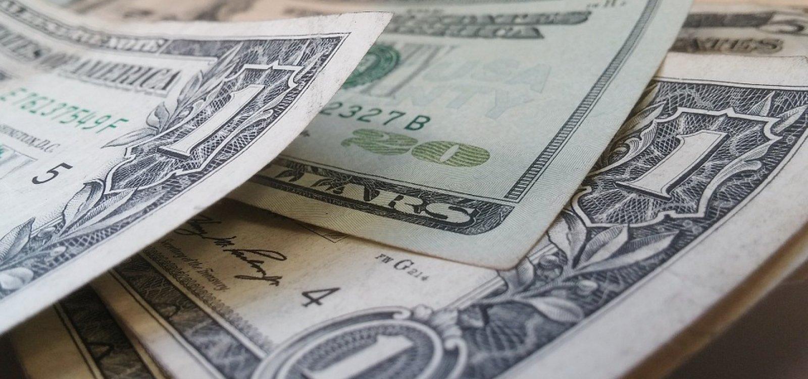 [Dólar cai 2,7% e fecha em R$ 4,85]