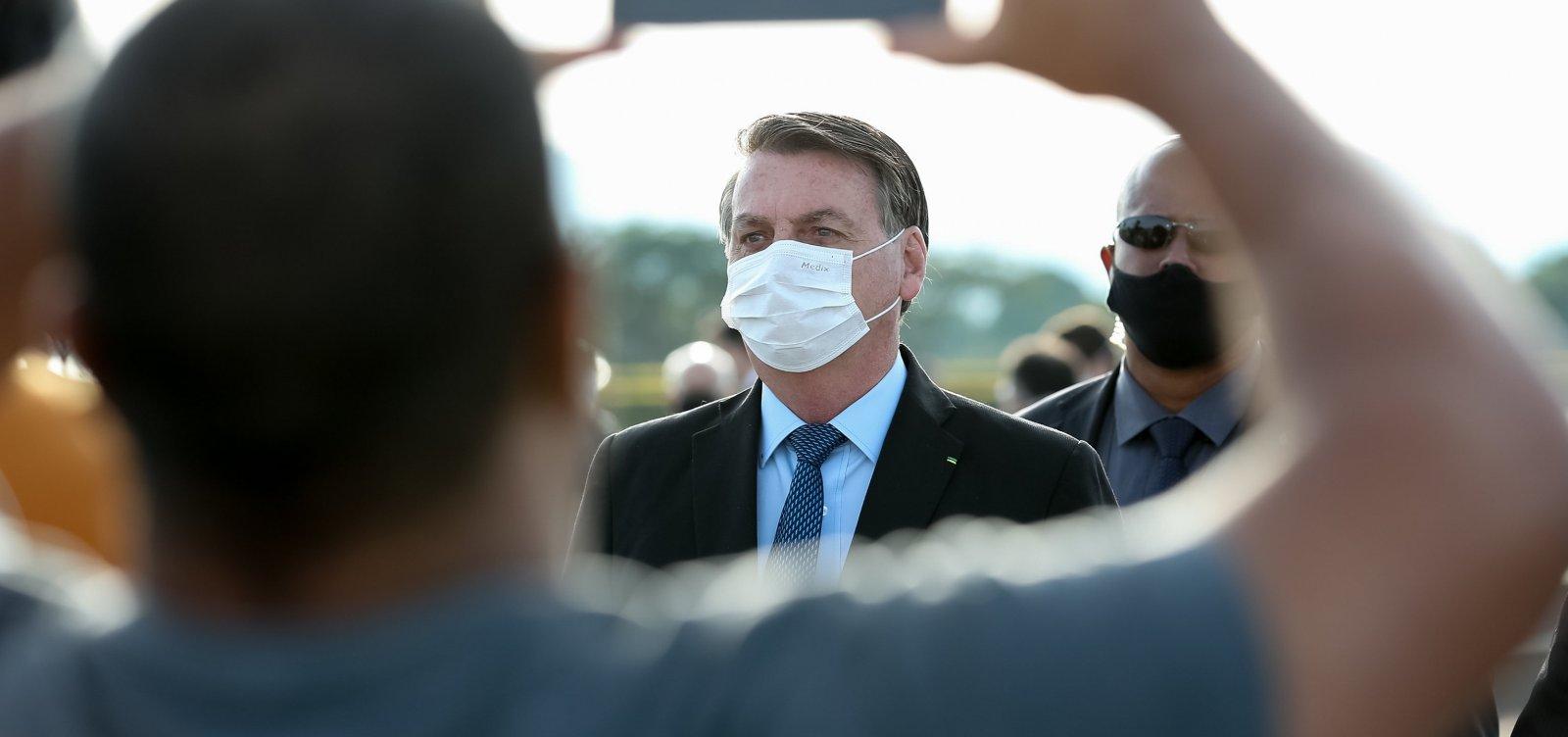 [Após crítica, Bolsonaro rebate apoiadora que o cobrou pelas 38 mil mortes: 'Sai daqui']
