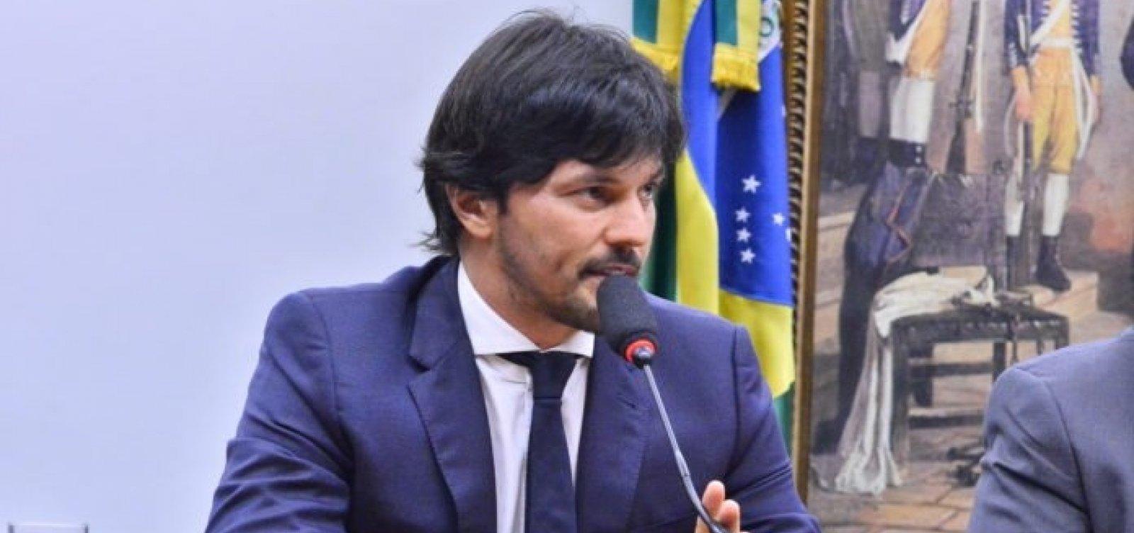 [Bolsonaro recria Ministério das Comunicações e nomeia genro de Silvio Santos como ministro]