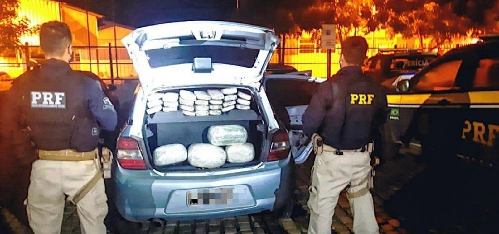 [Casal é preso após ser flagrado com 35 kg de maconha em estrada na BA; dupla levava criança no carro]