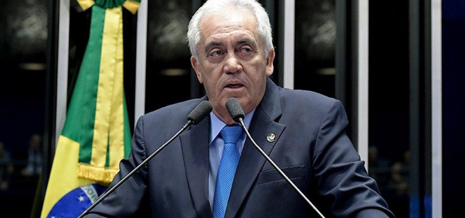 ['Carluxo deu aval para nomeação' de genro de Silvio Santos, diz senador do PSD]