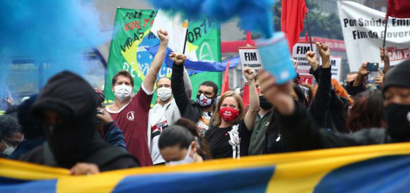 [Manifestantes fazem ato em defesa da democracia e contra Bolsonaro em SP]