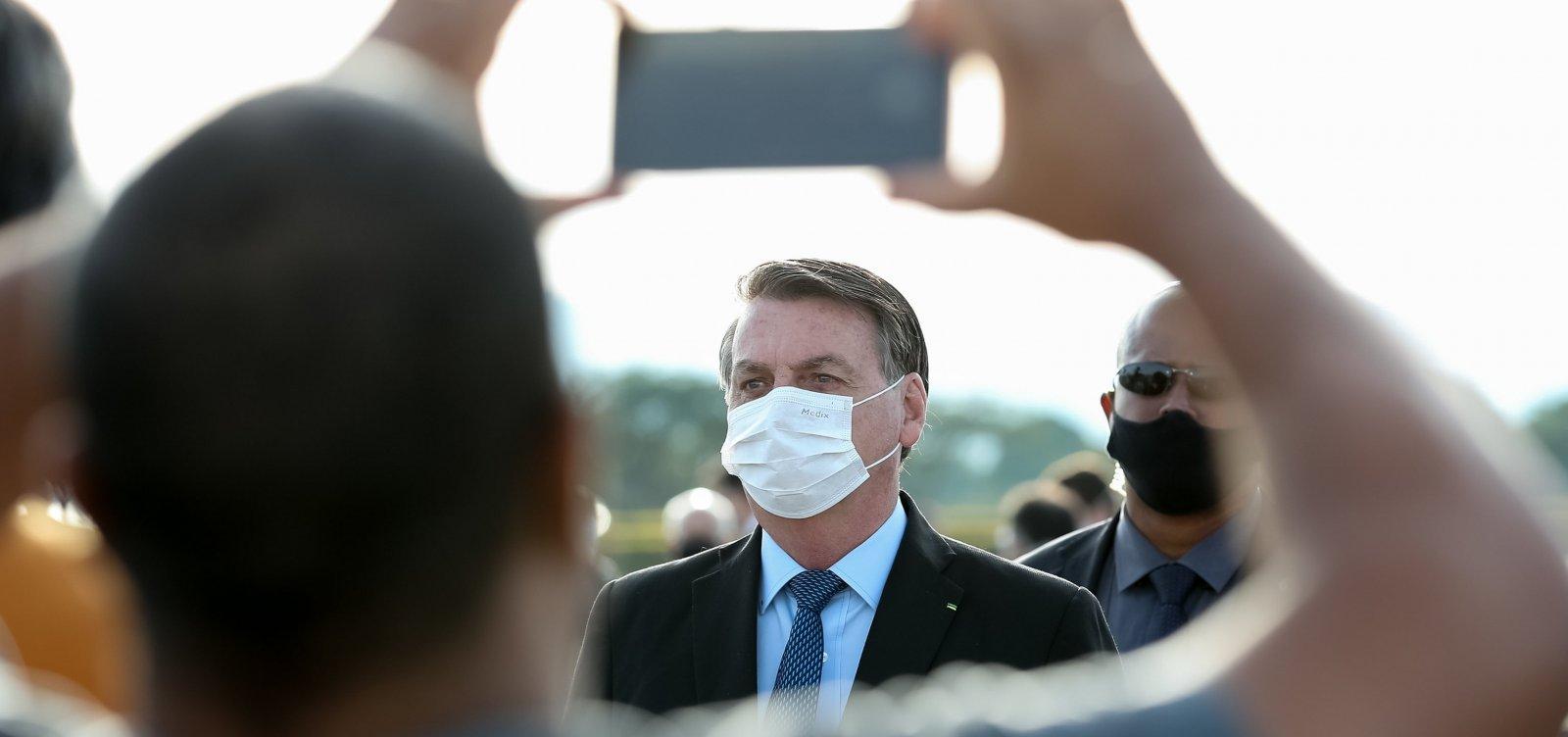 [Cobrado por apoiadores, Bolsonaro ameaça não parar mais na porta do Alvorada]