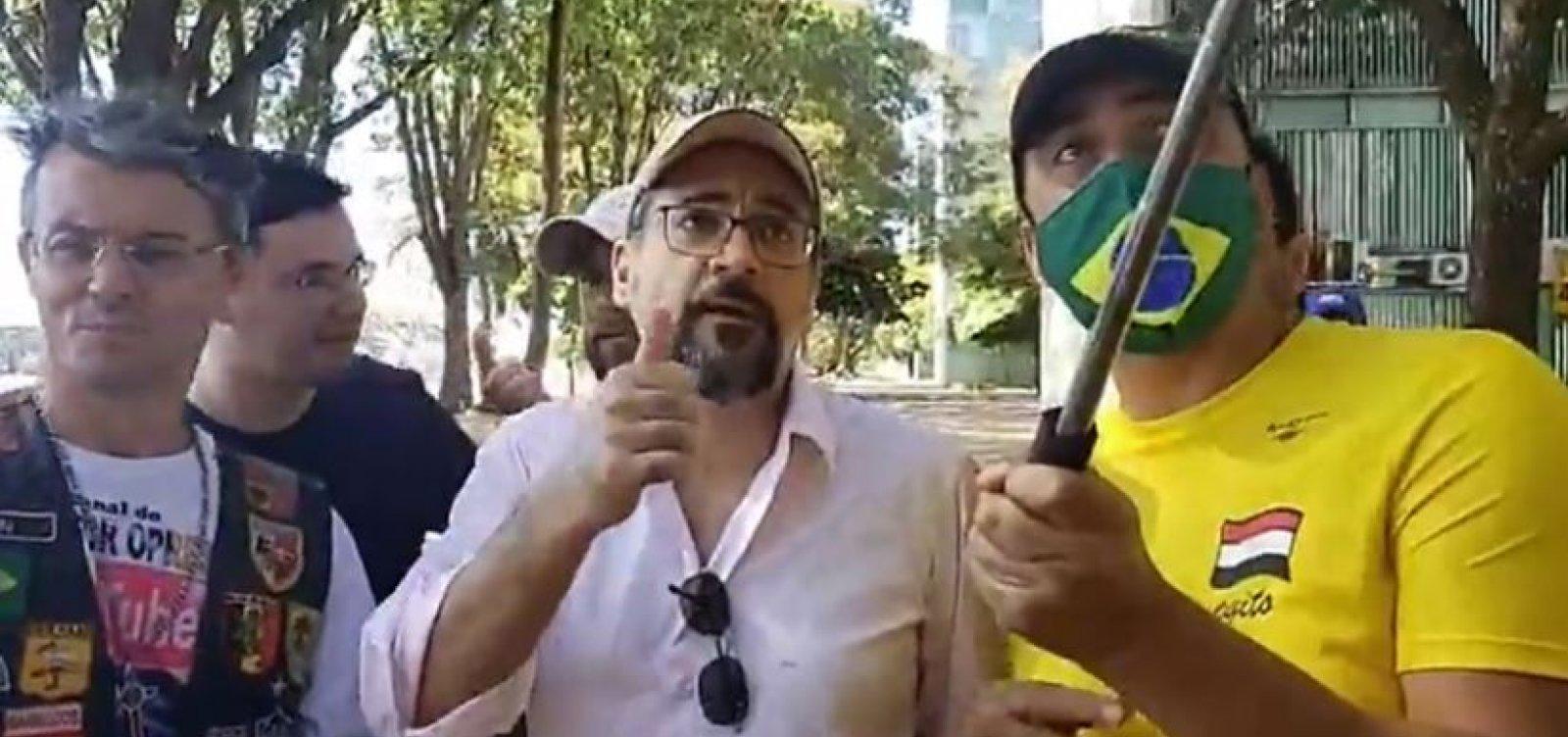 [Após ir a protesto sem máscara, Weintraub é multado em R$ 2 mil]