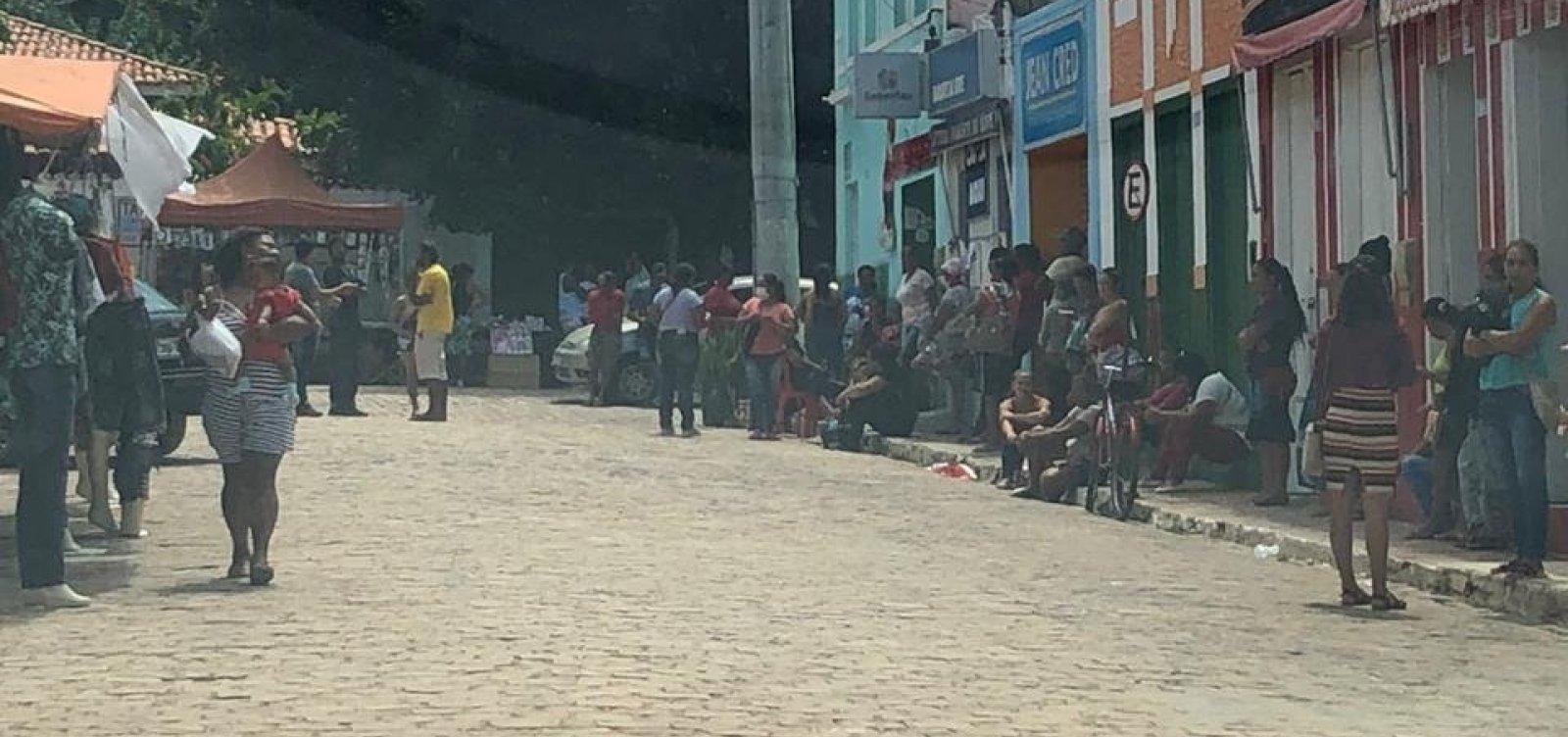 [Bancos e lotéricas de Salvador terão que disponibilizar fiscais para organizar filas]