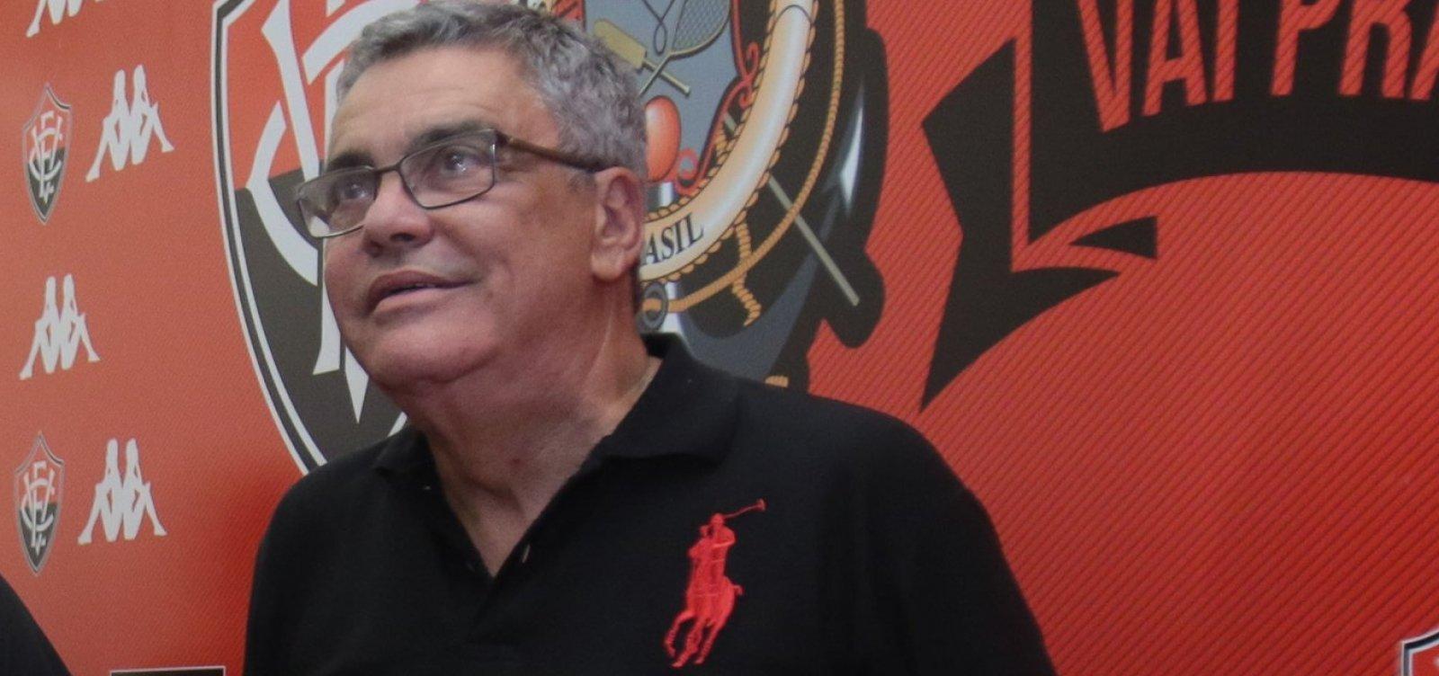 [Paulo Carneiro se irrita ao falar de verba do futebol feminino: 'Quem manda no Vitória sou eu']
