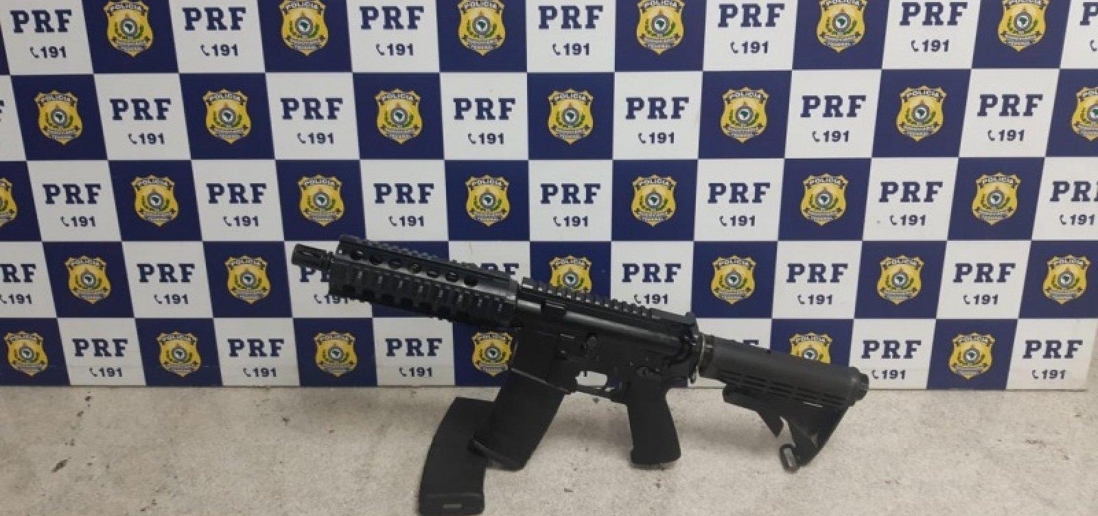 [Homem flagrado com fuzil em carro disse que receberia R$ 10 mil pelo transporte da arma]