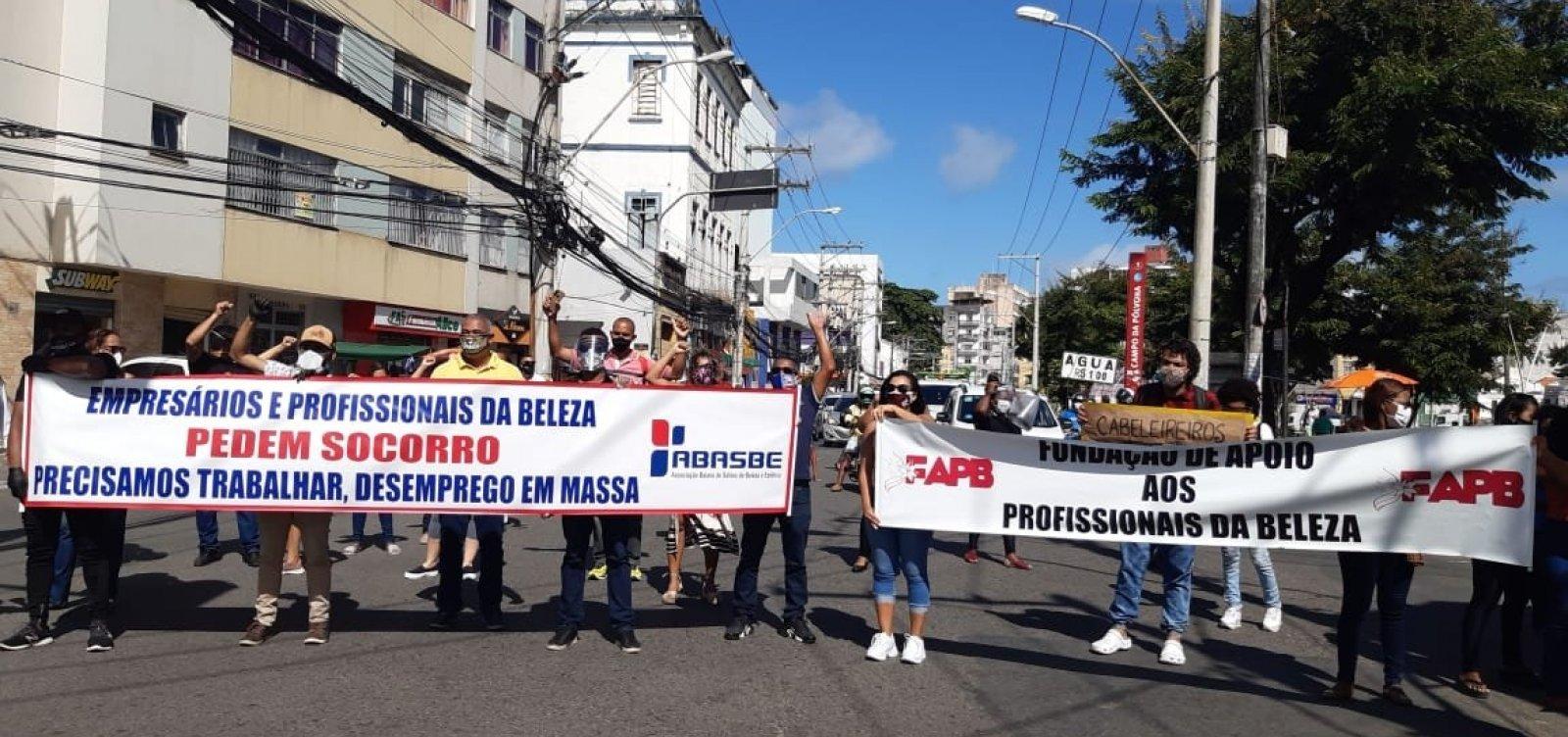 [Empresários e profissionais de salões de estética protestam para volta ao trabalho em Salvador]
