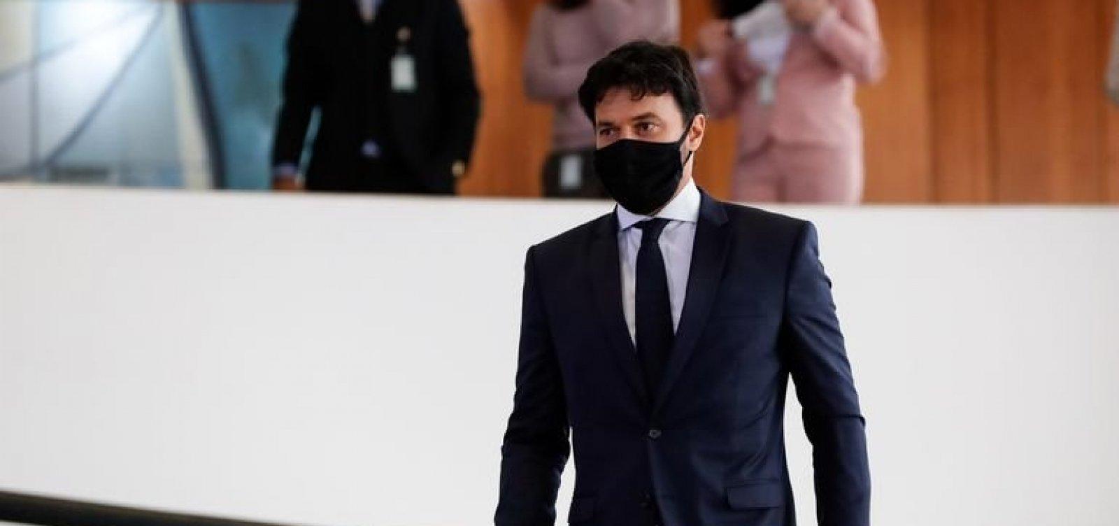 [Bolsonaro empossa deputado Fábio Faria como ministro do Ministério das Comunicações]