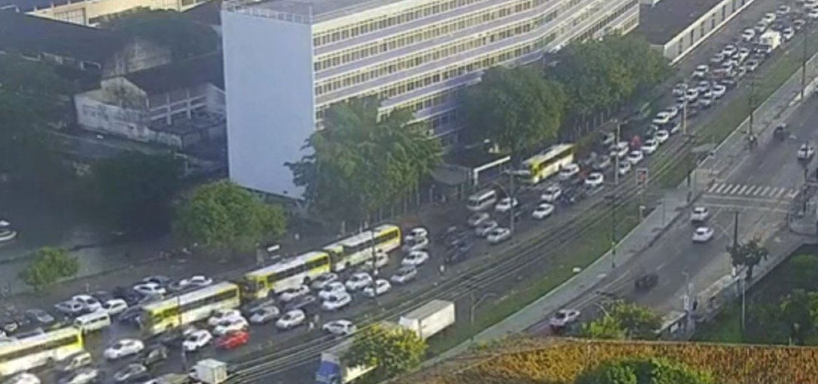 [Ferry: Terminal de São Joaquim registra enorme fila de veículos nesta sexta]