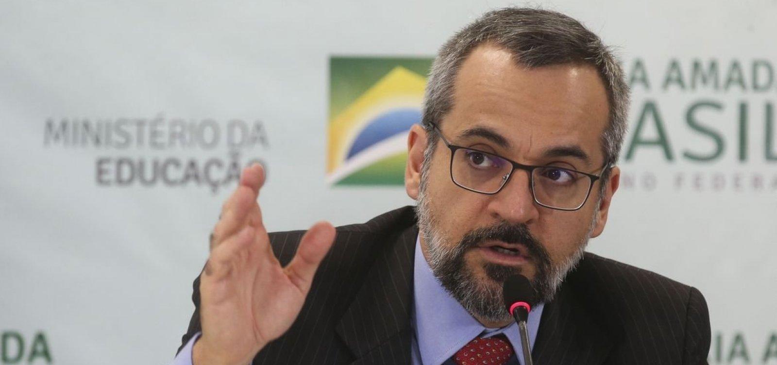 [Weintraub diz que sua 'prioridade total é sair do Brasil o quanto antes']