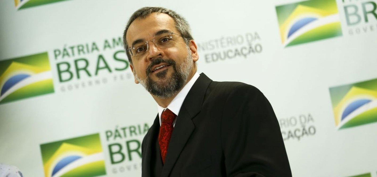 [Alvo de inquérito no STF, Abraham Weintraub sai do Brasil]