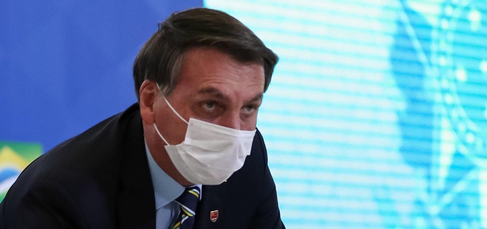[Bolsonaro fica 'de saco cheio' com Wassef e avalia que advogado fala demais]