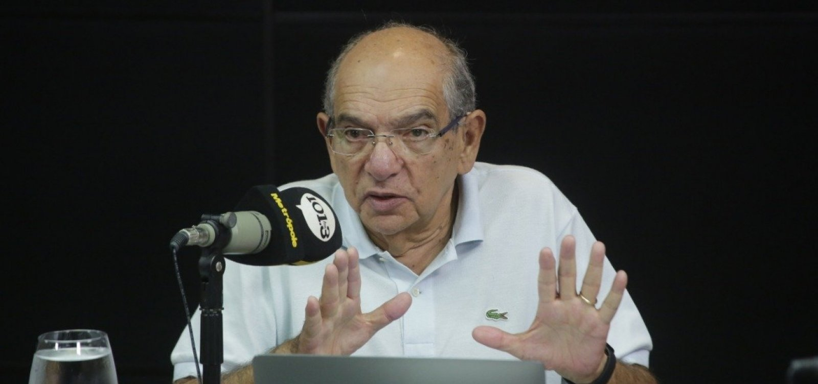 [Caso Queiroz 'vai render mal pro lado do governo', diz MK; ouça]