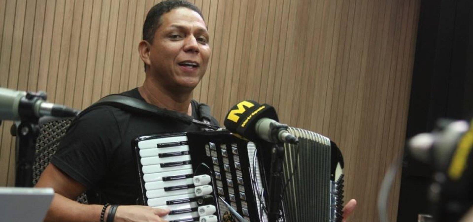 [Targino Gondim critica Léo Santana em especial de São João: 'Bahia tem uma gama de artistas do forró']